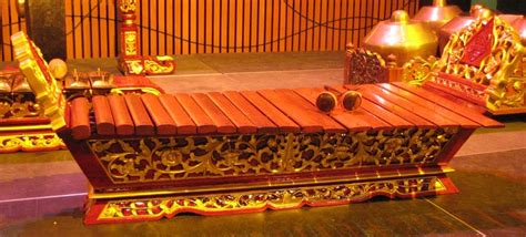 Singgah Sejenak: How to Play a Music Instrument Gamelan