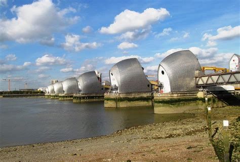 thames barrier by tube new page 1 tonyallsopp com