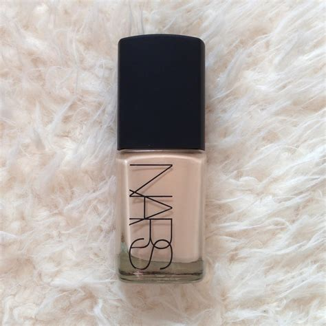 Foundation Nars Nars Sheer Glow Foundation In Deauville Inthefrow