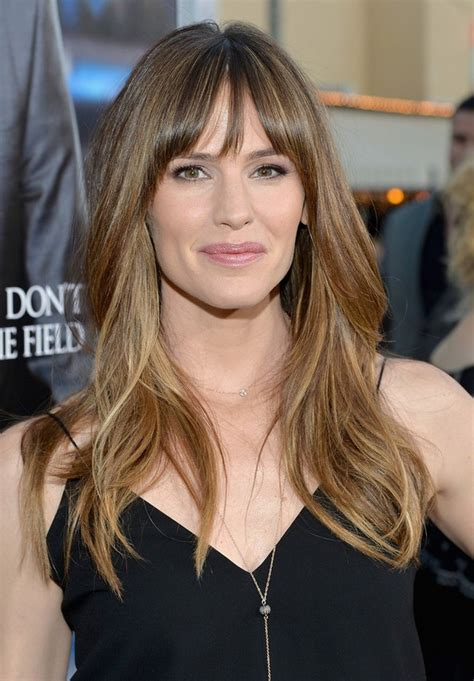 dark brunette bob haircut with wispy bangs and tucked jennifer garner long layered wavy hairstyle with wispy