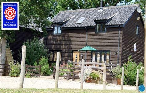 boathouse cottages waterside cottages norfolk broads