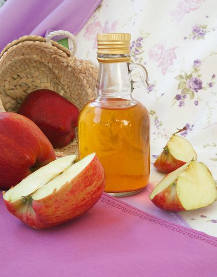 itching remedies apple cider vinegar 3 home remedies to fight an itchy scalp bebeautiful