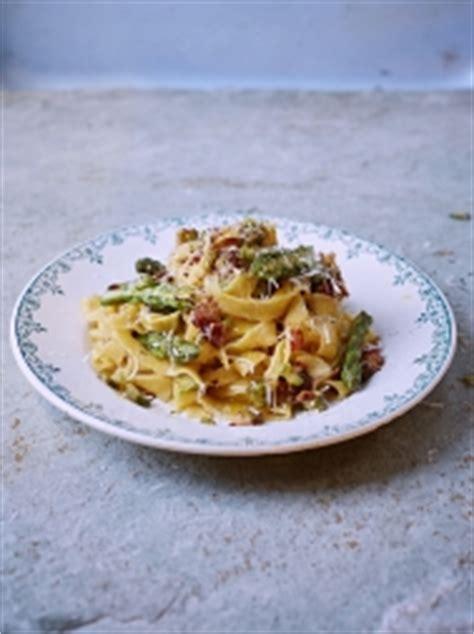 tuna pasta bake recipe oliver tuna pasta bake family basics oliver