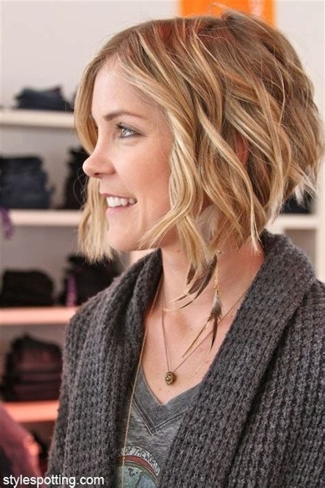 short layered hair styles with soft waves short layered wavy hair cute hairstyles popular haircuts