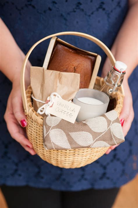 Christmas Hostess Gifts | diy holiday hostess gift basket the sweetest occasion
