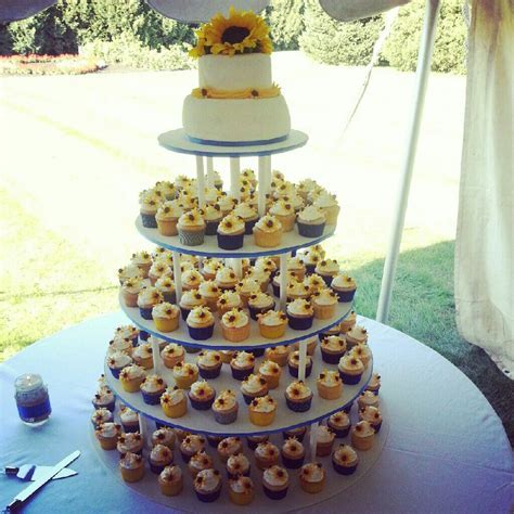 Ebru's amazing sunflower wedding cake made of cupcakes