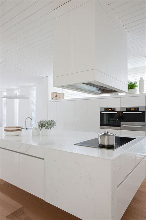 white modern kitchen designs casa moderna y minimalista con detalles en colores pastel