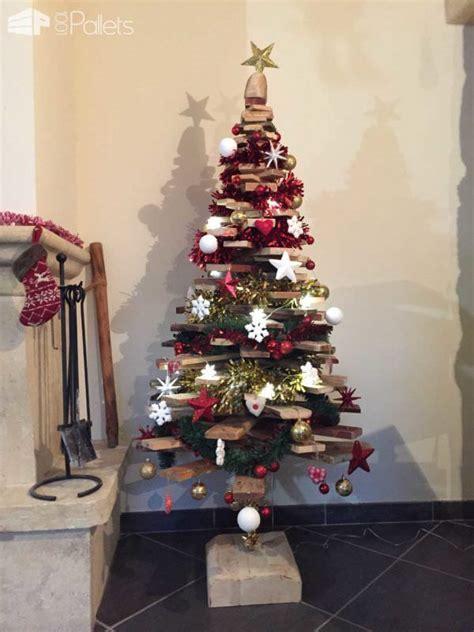 eye catching wood pallet christmas tree