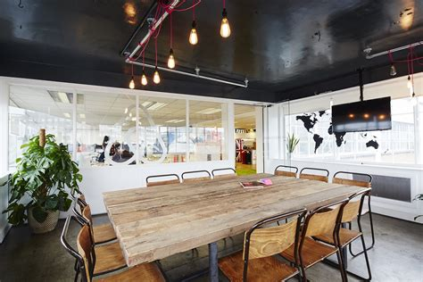 office de a look inside airbnb s new offices in london officelovin