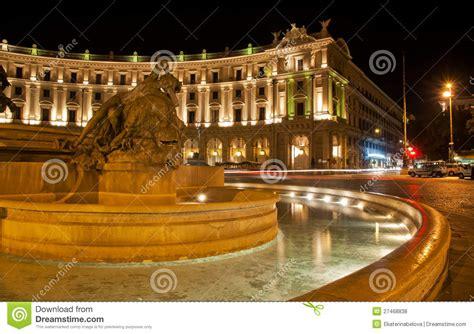 la noche negra de la rep 250 blica opini 243 n activa cuadrado de la rep 250 blica en roma italia fotos de archivo