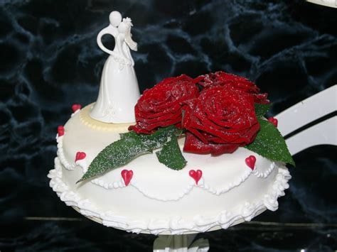 Hochzeitstorte Rot by Hochzeitstorten Caf 233 Sch 246 Nleben