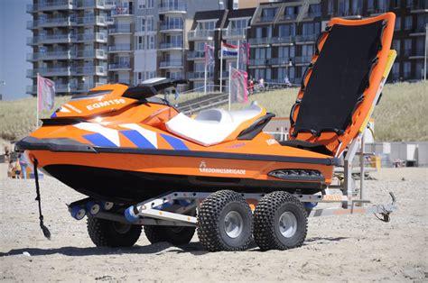 waterscooter kust waterscooter reddingsbrigade egmond