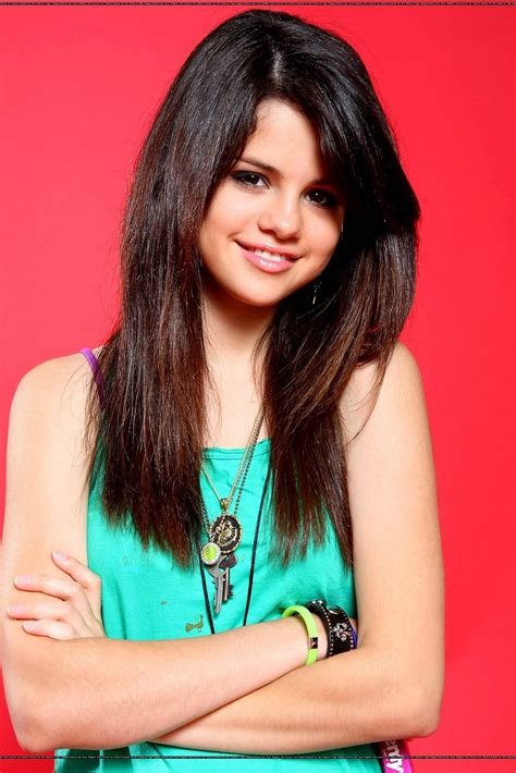 biography facts about selena gomez selena gomez biography pictures and biography