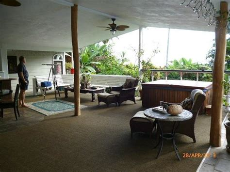 orchid tree bed and breakfast panoramic view of pool garden and lanai foto van orchid