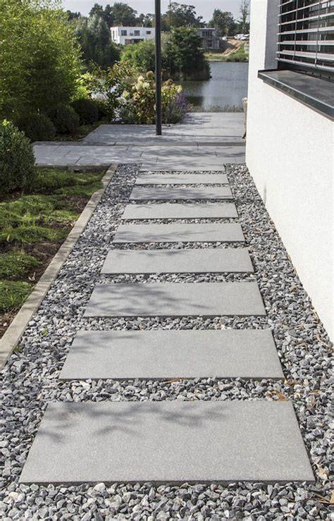 Platten Für Einfahrt by Low Maintenance Front Yard Landscaping Ideas 26