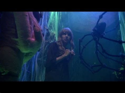 ellen haunted house 2012 video taylor swift in the haunted hallway