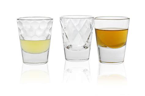 bicchieri per liquori le tipologie forme e caratteristiche dei bicchieri da liquore