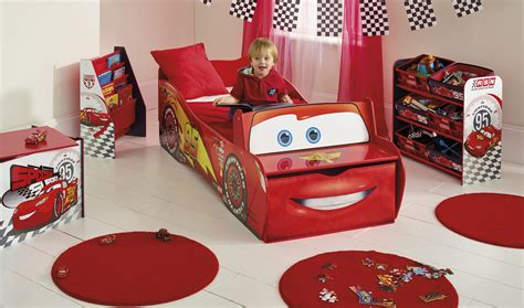 Small Bedroom Makeover chambre enfant cars mc queen lestendances fr