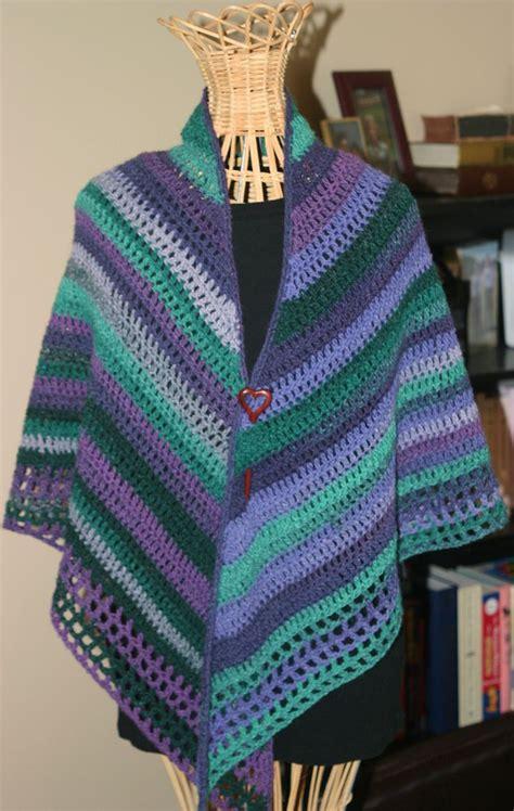 crochet poncho pattern free pinterest easy crochet shawl by pia lind 233 n free crochet pattern