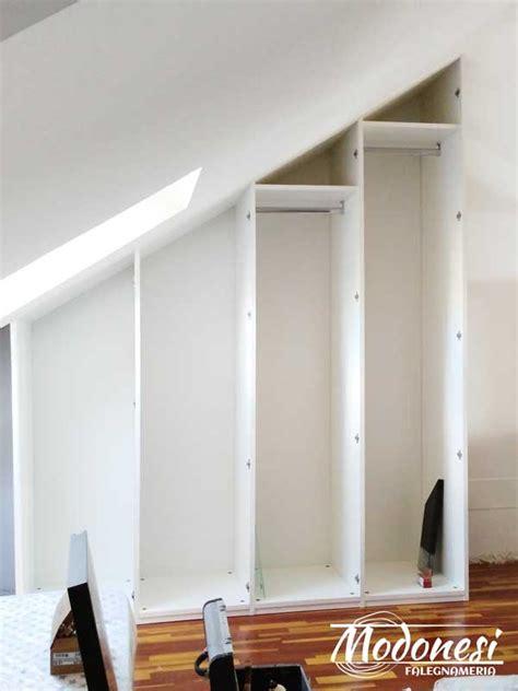 armadio su misura mansarda armadio su misura in legno per il sottotetto di una mansarda