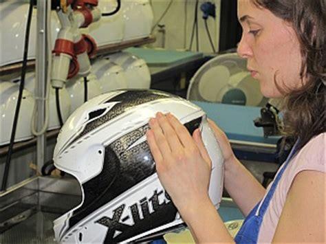 Aufkleber Vom Helm Entfernen by Helmfabrik Nolan Werksbesuch Motorradhelme Motorrad