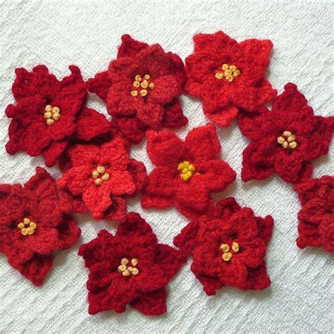 pattern crochet poinsettia poinsettia pins by iamsusie via flickr crochet