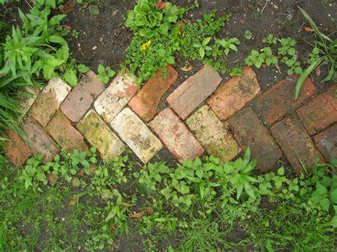 brick pathways ideas http best beautiful garden decors blogspot com jardin pinterest