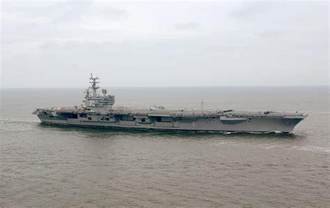 ronald portaerei uss ronald cvn 76 steams through the atlantic
