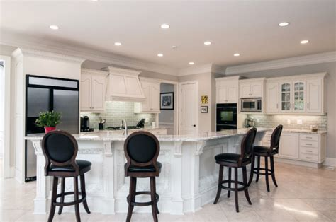 quarter round kitchen cabinets quarter round molding painted the color of the cabinets
