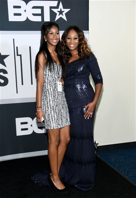 yolanda adams daughter taylor ayanna crawford yolanda adams pictures bet awards 14 press room zimbio