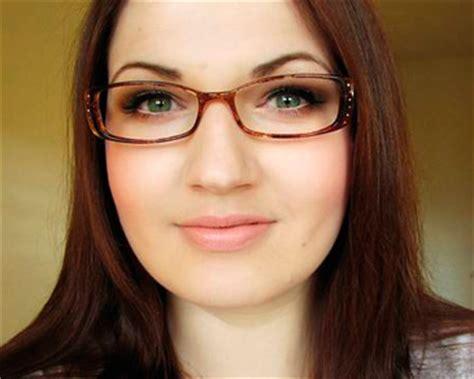 Frame Kacamata Minus Rayban 3835 Putih Model Terbaru tips memilih kacamata yang sesuai dengan bentuk wajah