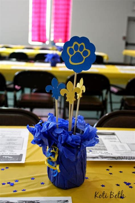 cub scout blue and gold centerpieces with free paw print