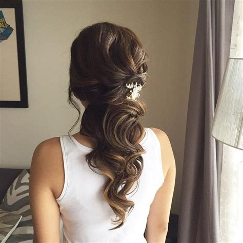 Half Up Bridal Hairstyles by Best 25 Indian Wedding Hairstyles Ideas On