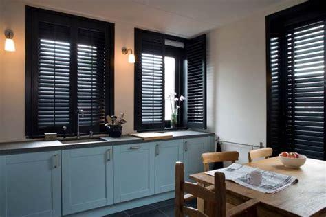 horizontale jaloezie e kunststof keuken met shutters jaloezie 235 n vouwgordijnen en