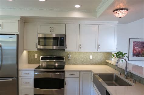 Backsplash With White Kitchen Cabinets by Houzz Http Www Houzz Com Ideabooks 2219946 List How To