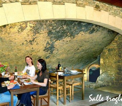 Mit Freundlichen Grüßen Spanisch Email Restaurant De Laugerie Basse Lascaux Dordogne Vos