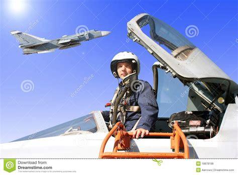 testo il pilota di hiroshima il pilota militare nell aereo fotografie stock libere da