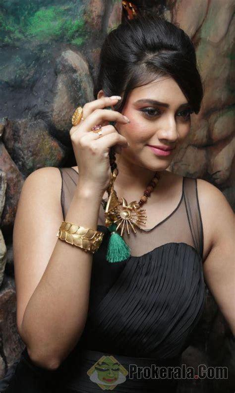hindi film actress minoo mumtaz actress nusrat jahan hot still veethi