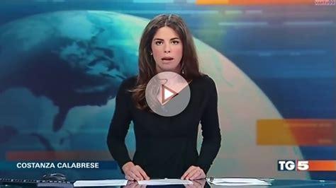 claudio fico glass desk el tremendo descuido de esta presentadora en directo