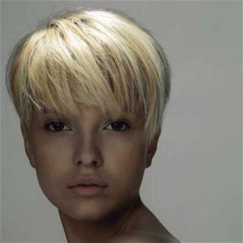 coupe de cheveux femme court boule