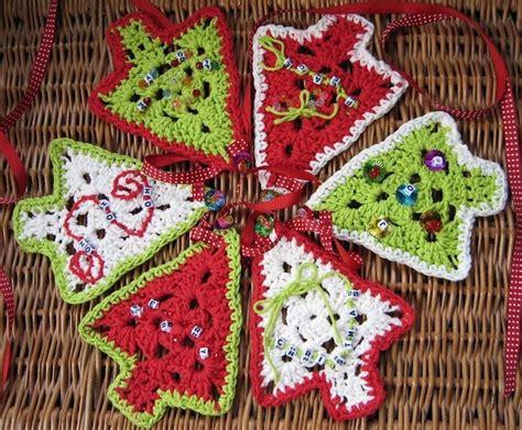 knitted christmas tree garland pattern 2015 christmas crochet garland free pattern you can chose