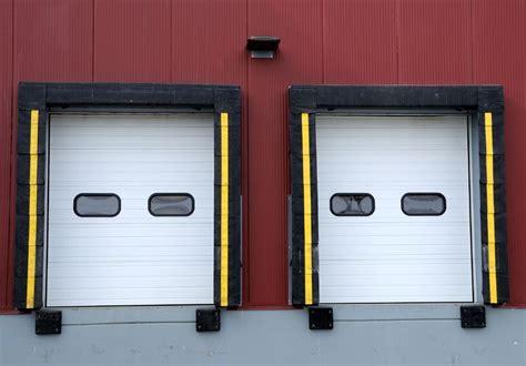 Garage Door Repair Glendale Az by Hiring Garage Door Repair Services In Glendale Az To Fix A