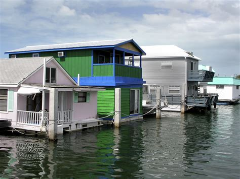 houseboat purchase 5 tips to buying a houseboat as your primary home