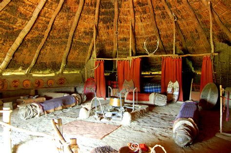 hutte celtique reconstitution des huttes celtes britanniques armae