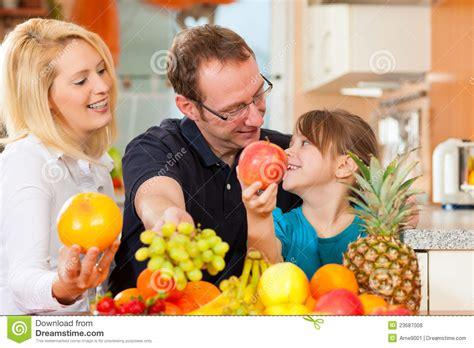 imagenes libres nutricion familia y nutrici 243 n sana fotos de archivo libres de