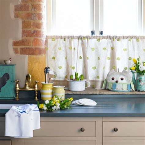 how to hang cafe curtains hang a cafe curtain spring decorating ideas for every