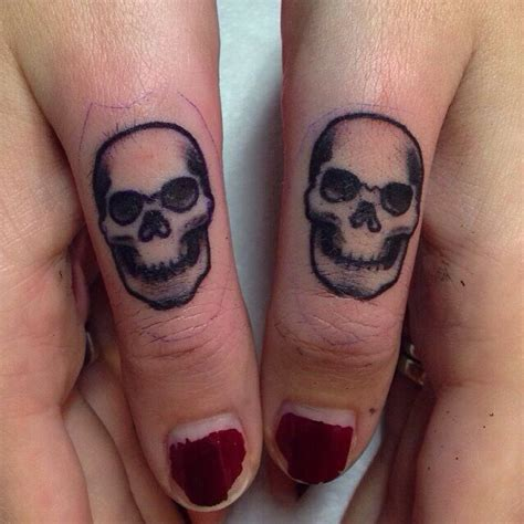 skull on finger designs ideas and meaning