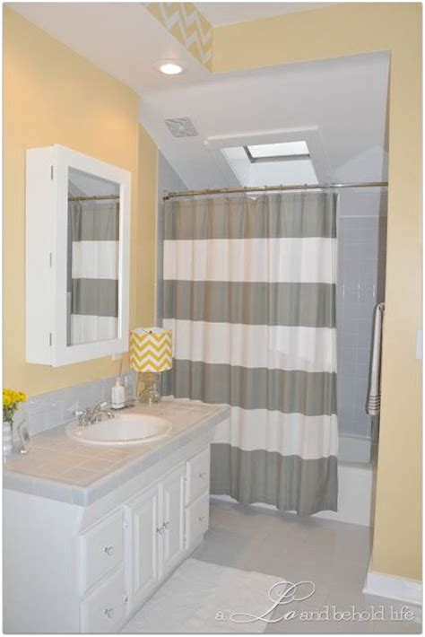 Black And Yellow Bathroom Ideas by Best 25 Grey Yellow Bathrooms Ideas On Yellow