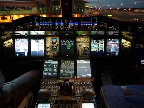 cabina di pilotaggio airbus a380 a380flightdeck lufthansa airbus a380 841 cockpit at