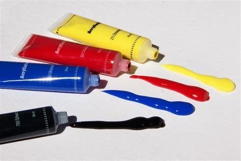 Cat Akrilik Transparan kenali peralatan melukis ini untuk jadi pelukis profesional